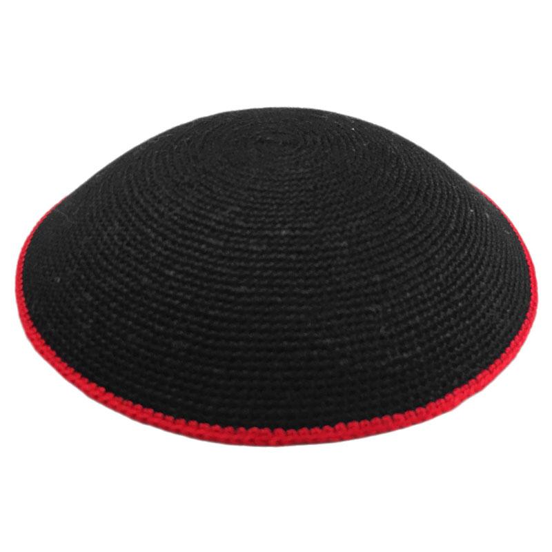 כיפה סרוגה עבודת יד שחור עם פס אדום